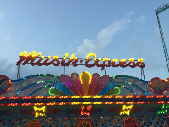 this used to be one of my fav rides, don't think I could ride it anymore, unless I want to be dizzy